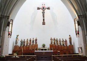 Wikimedia Commons - Ave_Maria_Oratory_altar_1 - author Fr James Bradley from Washington, DC
